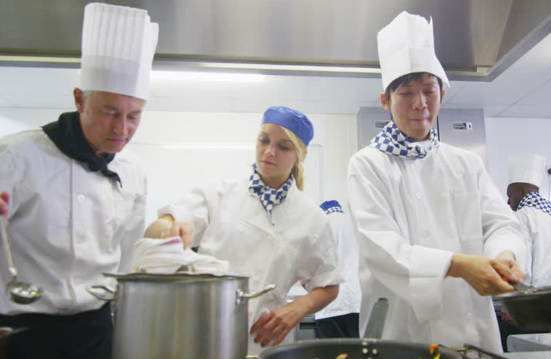 High quality traditional chef jackets, hospitality uniforms, cafe apparels and restaurant apparels for restaurant workers, bakers, sous chefs and butchers